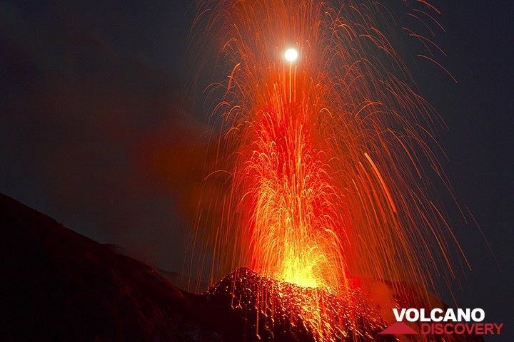 VolcanoDiscovery: volcanoes worldwide - news, info, photos, and