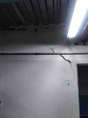 CRACKS INSIDE OFFICE (public domain)