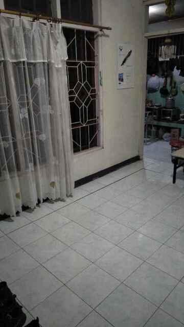 Floor cracked (public domain)
