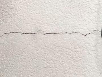 Crack along main wall. (public domain)