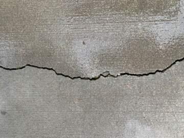 Crack in sidewalk grew. (public domain)