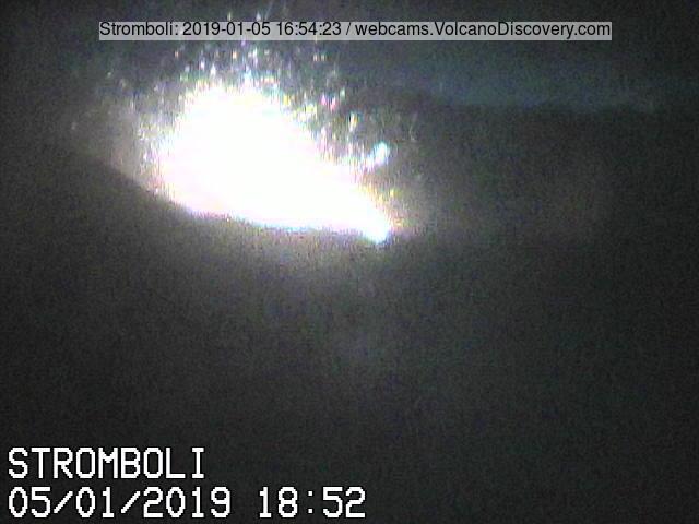 Stromboli in violent eruption this evening (image: Vulcano a Piedi webcam)