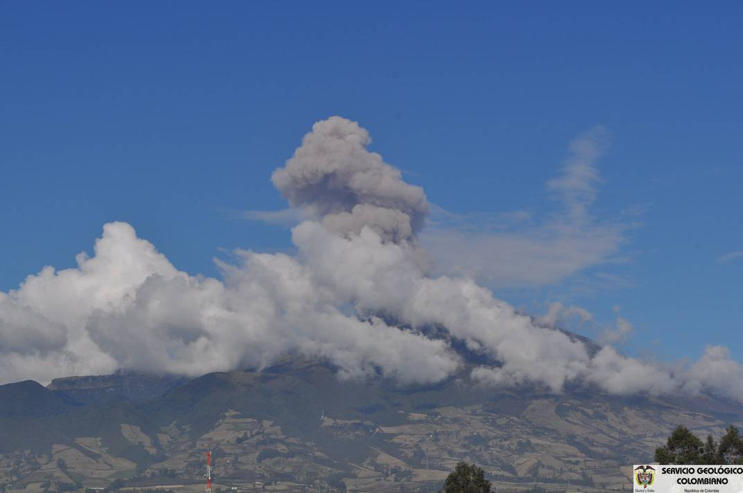 Ash emission from Galeras on 21 Oct (Pasto Observatory, INGEOMINAS)