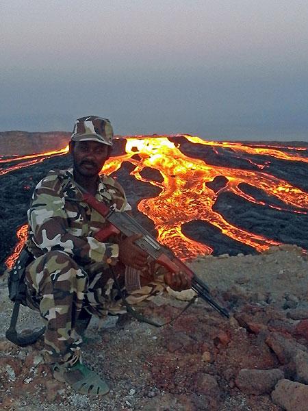 The lava lake overflowing on all sides on 17 Jan 2017 (Photo: Enku Mulugeta)