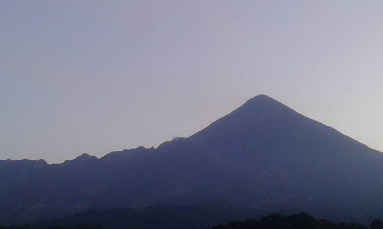 Santiaguito volcano with Santa Maria in the background (image: INSIVUMEH)