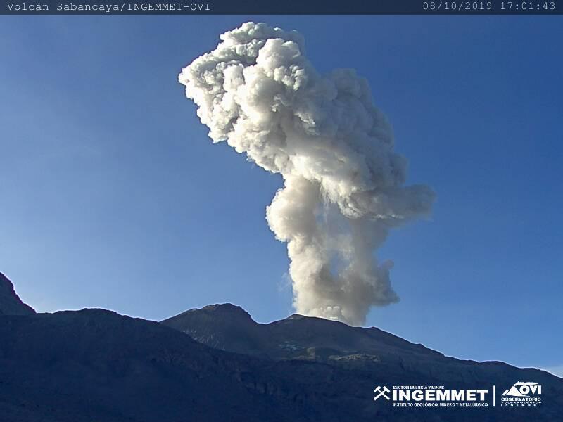Erupting volcano Sabancaya on the 8 October 2019 (image: IGP)