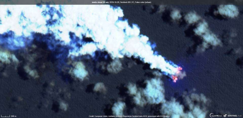 Eruption plume seen from Metis Shoal (image: Sentinel hub)