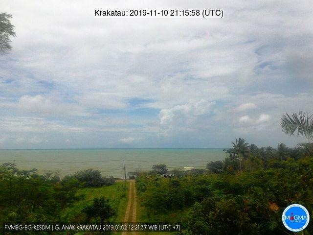 Anak Krakatau from Carita (image: PVMBG)