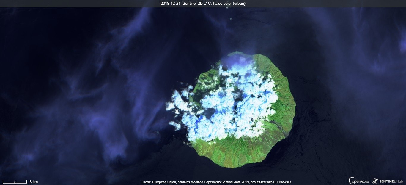 An ash plume from Sangeang Api volcano visible from satellite (image: Sentinel 2)