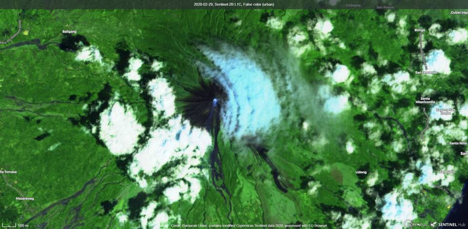 Steam plume from Mayon volcano from satellite (image: Sentinel 2)