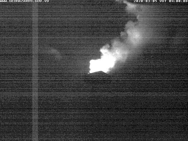 Glow from Yasur volcano this night (image: VMGD)