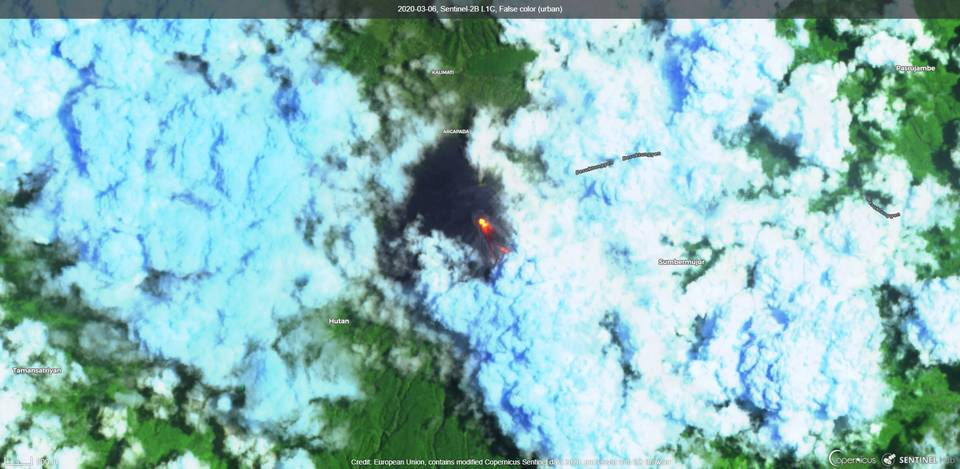 Lava flows on the south flank on Semeru volcano (image: Sentinel 2)