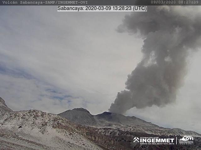 An explosive eruption from Sabancaya volcano (image: INGEMMET)