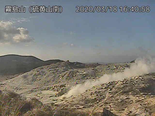 An ash plume from Kuchinoerabu-jima volcano on 18 March (image: JMA)
