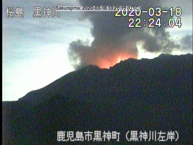 A glow and a white plume from the Sakurajima´s crater on 18 March (image: JMA)