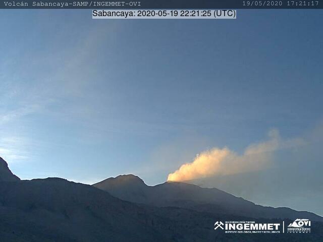 Emissions rising from Sabancaya volcano (image: INGEMMET)
