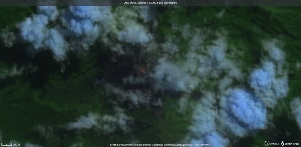 Thermal sign at Sangeang Api volcano from satellite (image: Sentinel 2)
