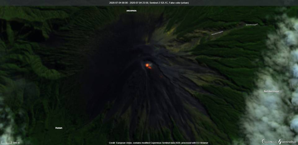 Satellite image of lava flows on the south and southeast flank from Semeru volcano on 4 July(image: Sentinel 2)