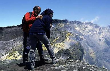 Visit to the summit crater of Etna volcano - access for guided groups now open again