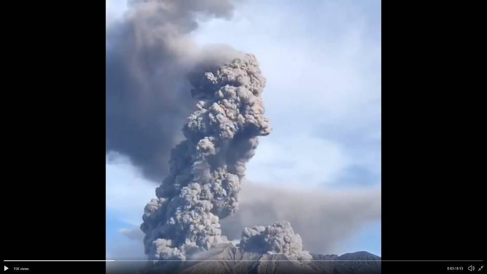 Strong explosion from Sakurajima volcano on 8 May (image: @chematierra/twitter)