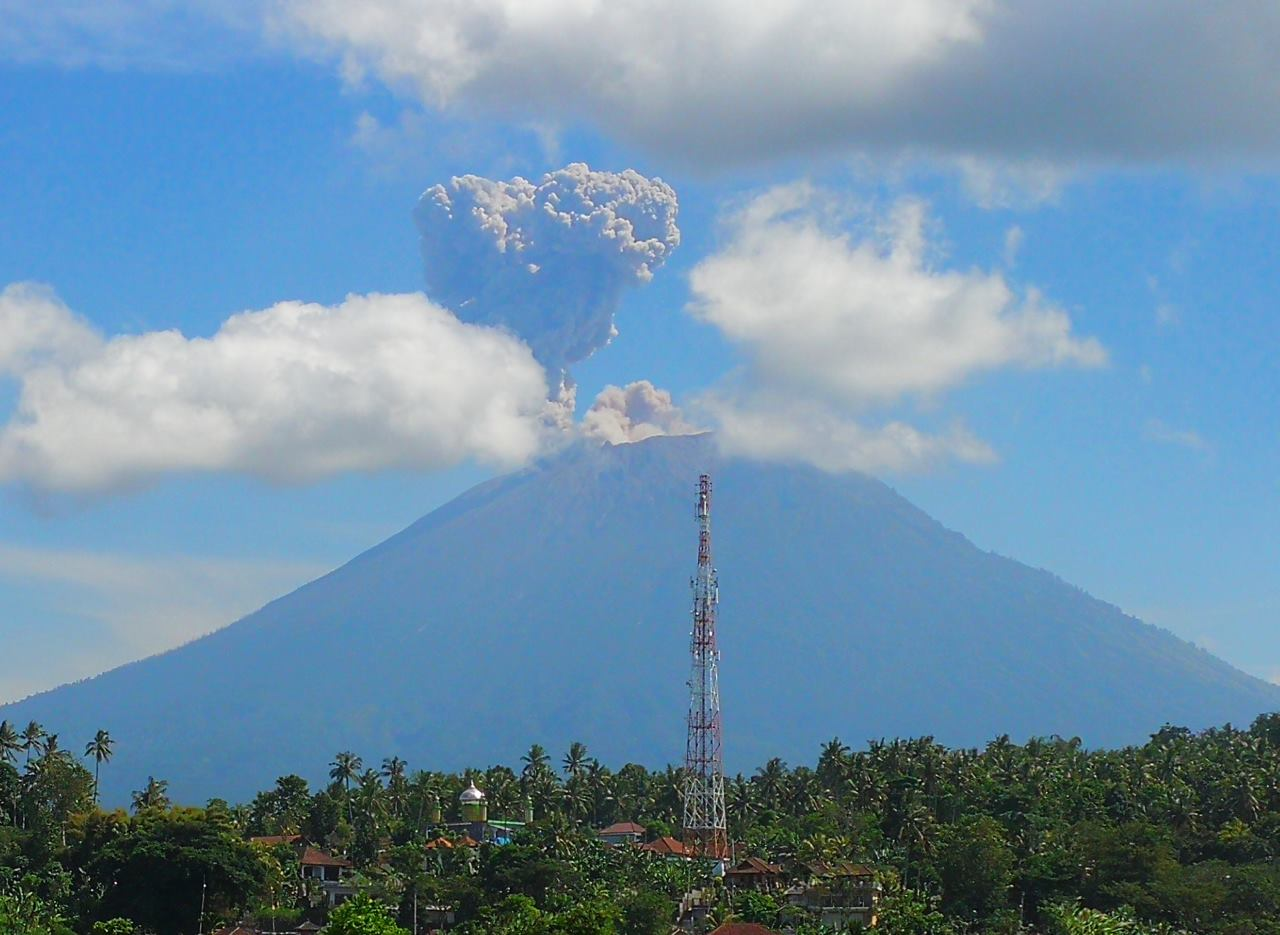 Photograph of the 12 June 2018 dissipating ash plume above Agung volcano (Bali, Indonesia) by Jackie Zwahlen