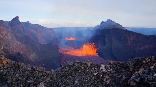 Photo of the lava lake at Holuhraun on 12 Feb (photo:  Ármann Höskuldsson / Univ. Iceland)