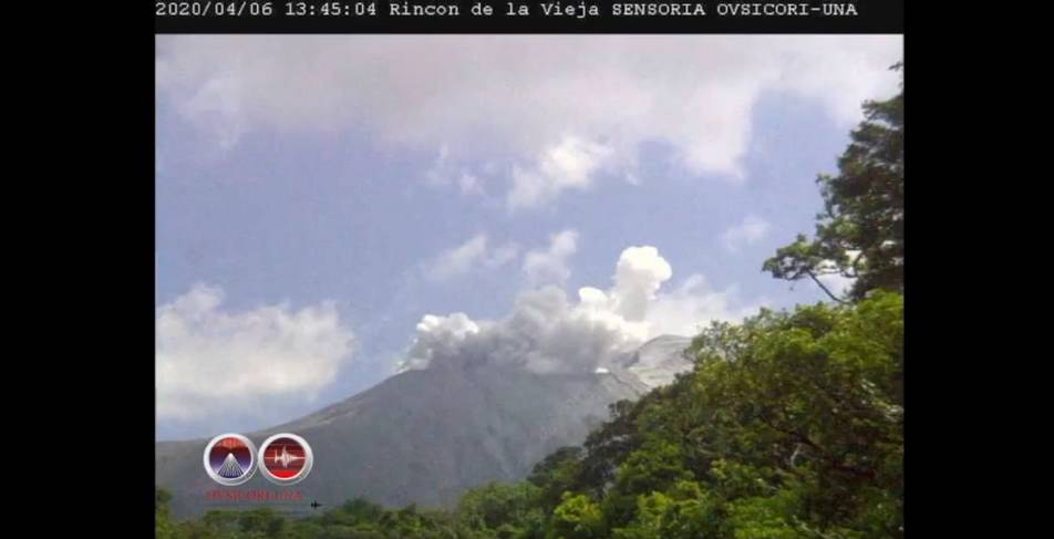 An eruption from Rincon de la Vieja volcano on 6 April (image: OVSICORI-UNA)