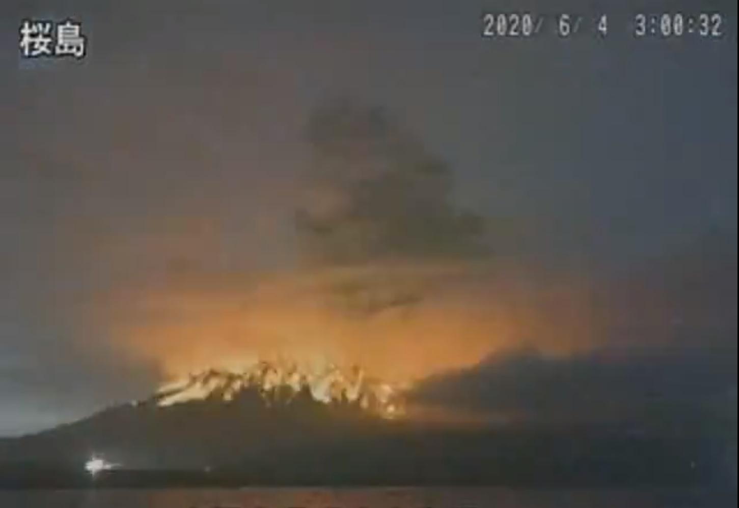 Glow generated by incandescent material from Sakurajima volcano today (image: @VolcanoYTz/twitter)