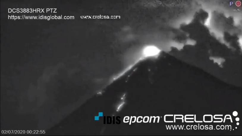 Glow visible from Fuego volcano (image: @v_ainilli7a/twitter)