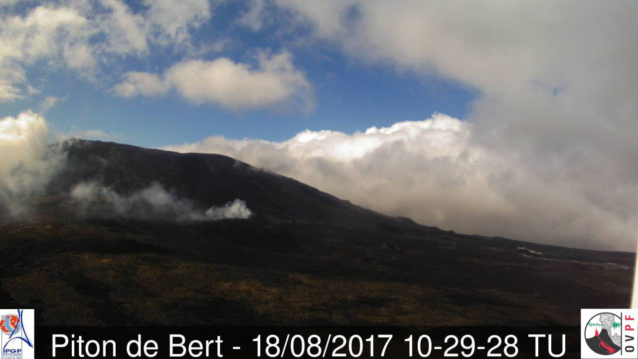 View of the eruption site at Piton de la Fournaise this afternoon