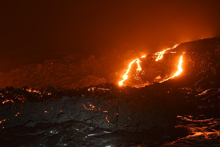 Lava flows on the pali from Kilauea's episode 61g flow yesterday night (14 Nov 2017)