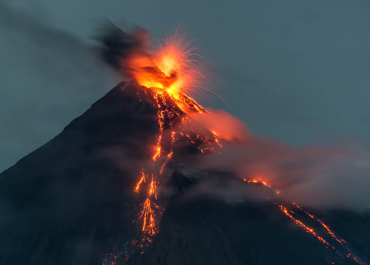 Explosive activity at Mayon last night (so-called lava fountain) (image: Tom Pfeiffer / VolcanoDiscovery)