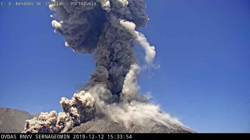 Explosion from Nevados de Chillán volcano on 12 December (image: SERNAGEOMIN)