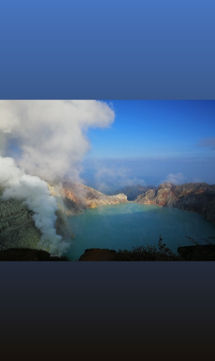 Crater lake at Ijen volcano (image: @lubihph/twitter)
