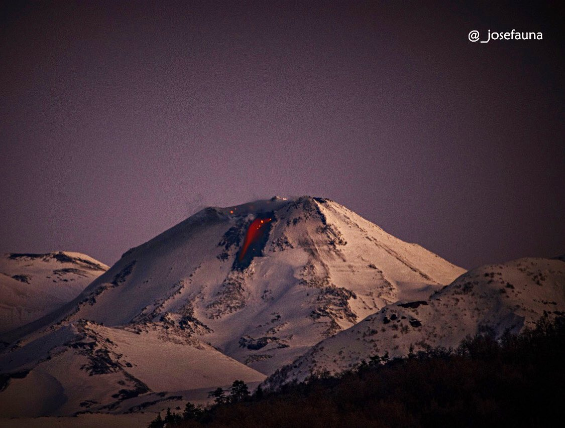 Viscous lava flow on the northwestern flank from Nevados de Chillán volcano (image: @volcanologiachl/twitter)