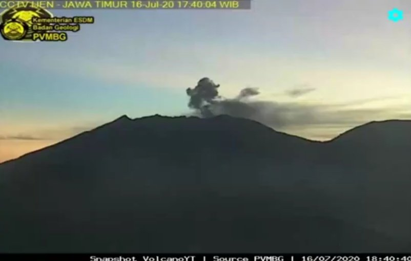 An ash plume from Raung volcano on 16 July (image: PVMBG)