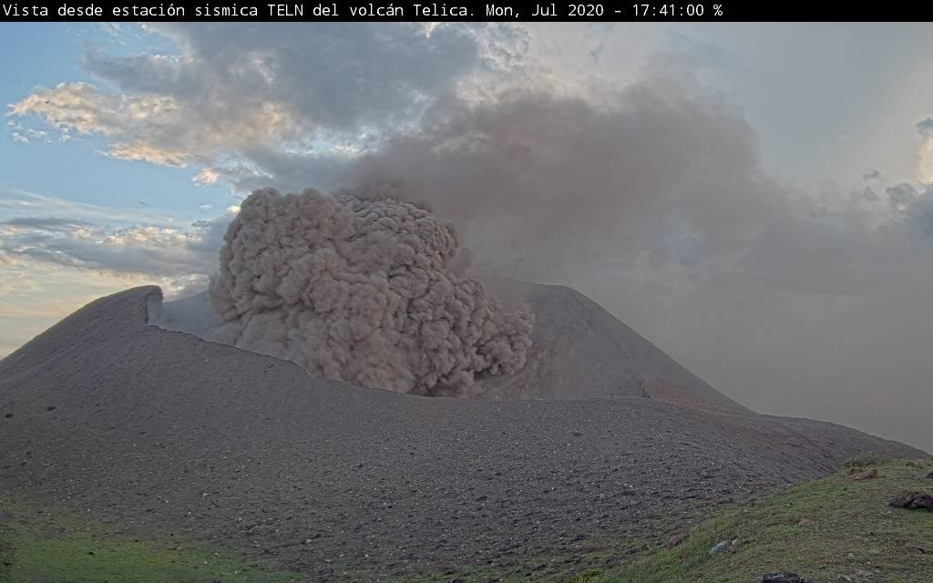 Ash emissions from Telica volcano on 20 July (image: @cdsinapred/twitter)