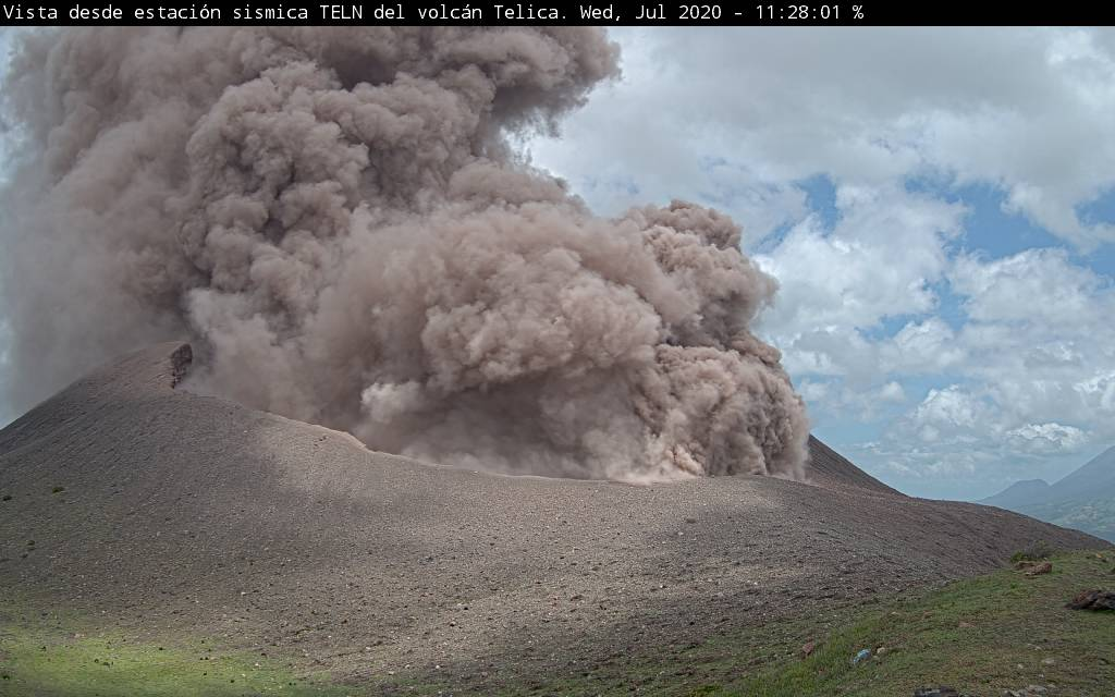 Ash plume from Telica volcano (image: INETER)