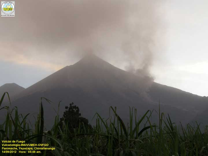 View of Fuego from the south yesterday morning. Lots of fine ash from the last eruptions is still hanging in the air (INSIVUMEH webcam)