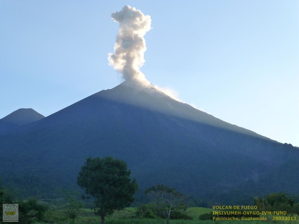 Explosion from Fuego volcano this morning (INSIVUMEH webcam)