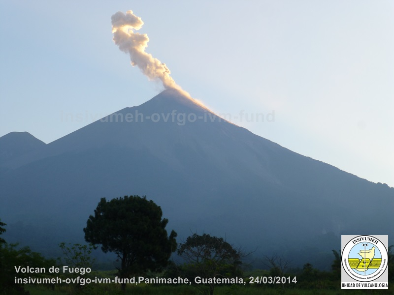 An eruption from Fuego volcano this morning (INSIVUMEH)