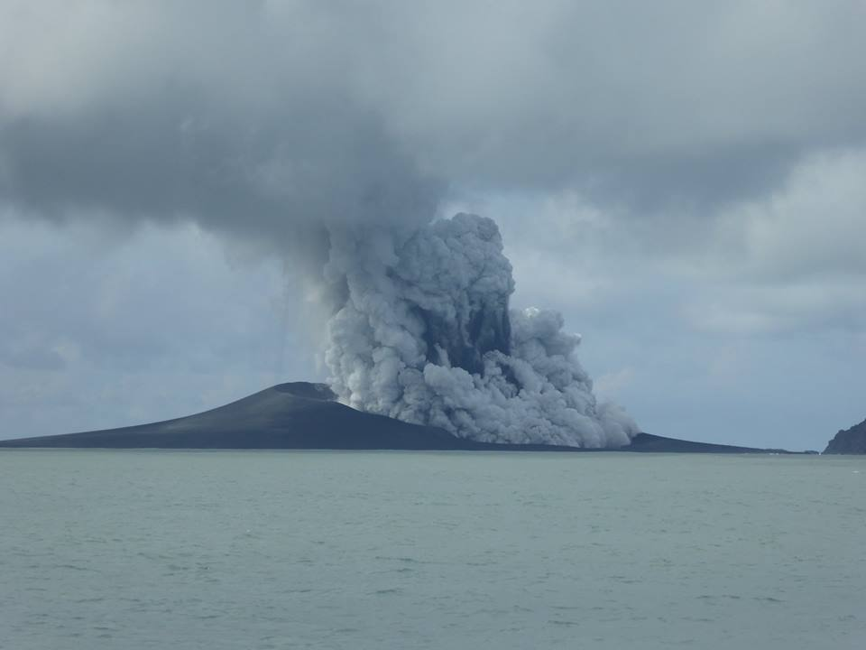 Eruption between Hunga Tonga and Hunga Ha'apai island on 15 Jan (New Zealand High Commission)