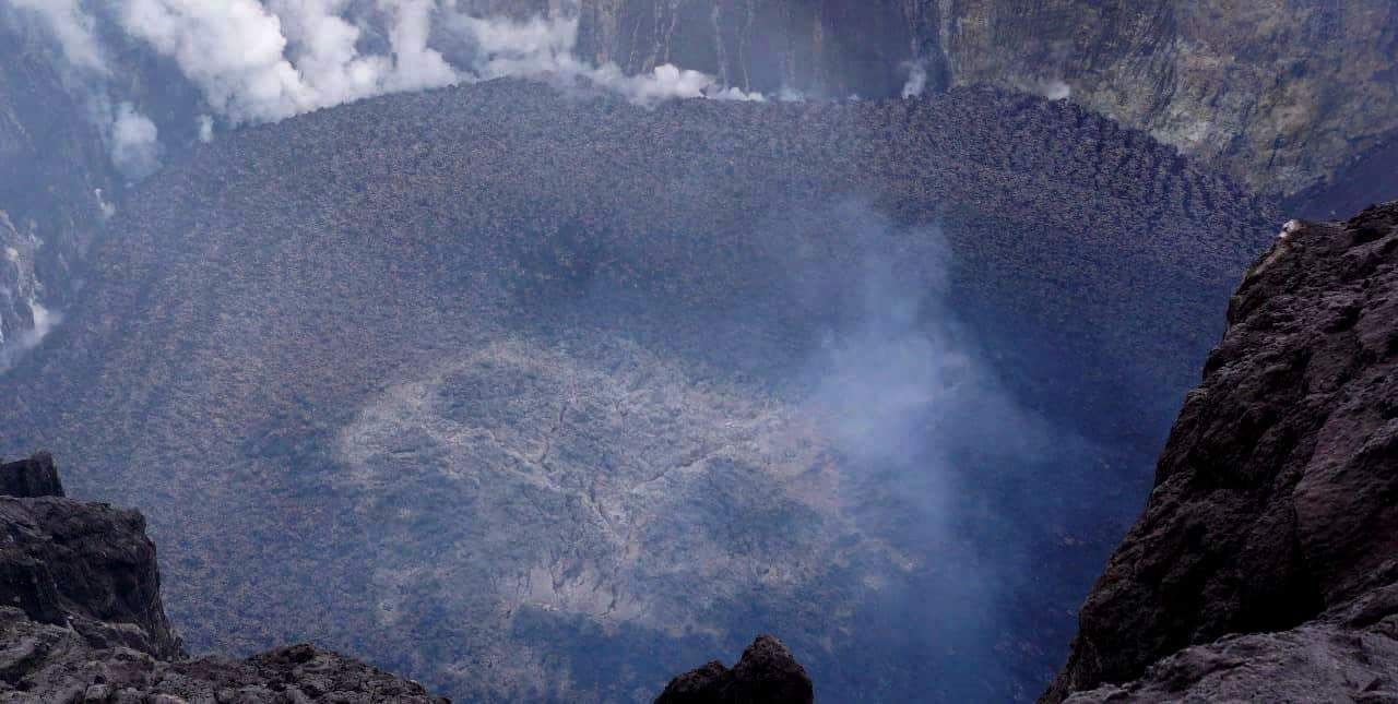 Picture of Agung's lava dome from 12 Dec 2017 (image: Aris Yanto / Ndeso Adventure)