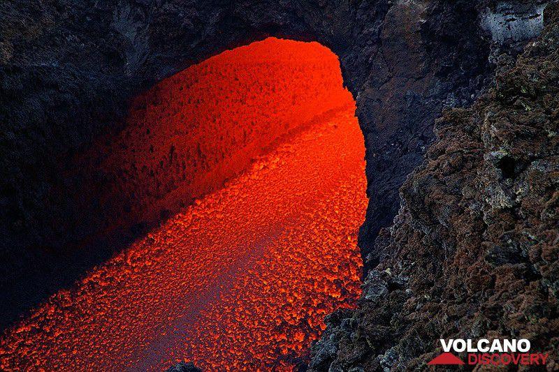 Etna's lava flow on 7 April 2017 (photo: Emanuela / VolcanoDiscovery Italy)