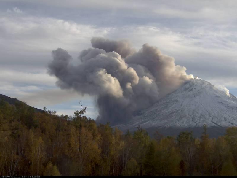 Kizimen at 06:03 UTC, 20 September 2012 (KVERT webcam)