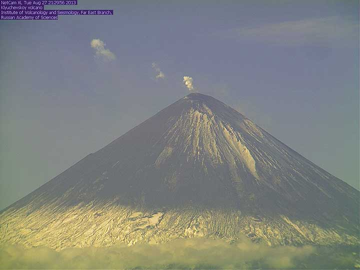 Klyu seen from the KVERT observatory this morning; the lava flow is indicated by the white plume rising on the right side of the upper flank