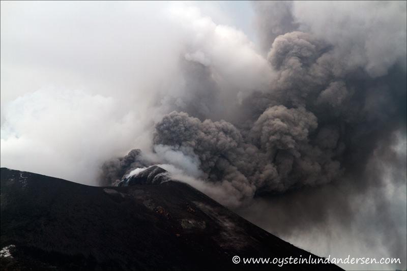 Ash venting at Krakatau on 7 April 2012 (photo: Øystein Lund Andersen)