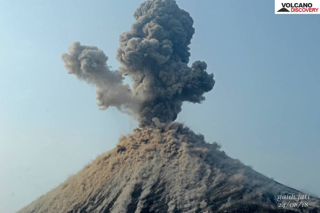 A strong strombolian explosion sends ash into the sky and covers the area around the eruptive vent with lava bombs (image: Galih Jati / VolcanoDiscovery Indonesia)