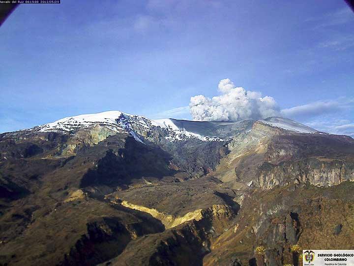 Volcn Nevado del Ruiz gezien vanuit het zuiden (29 mei op 06h19) (INGEOMINAS)