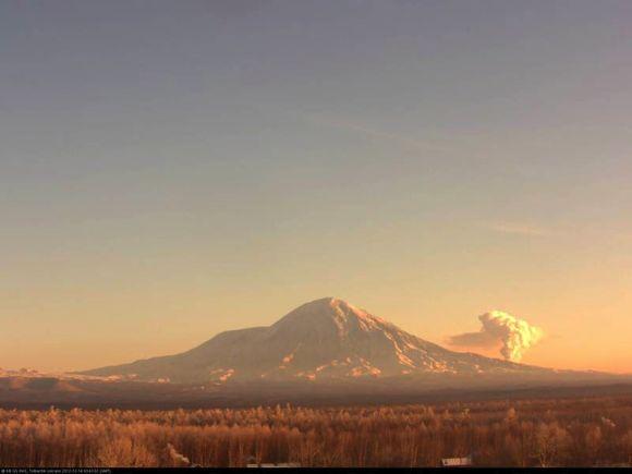 Tolbachik volcano yesterday (KVERT)